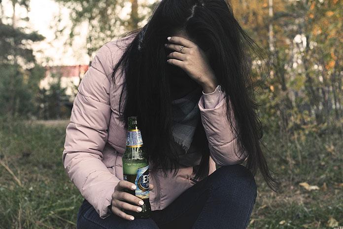 Kobiecy alkoholizm - czym różni się od męskiego