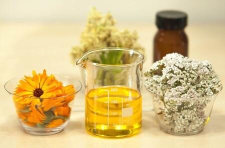 Napary i płukanki roślinne pomogą przy wypadaniu włosów
